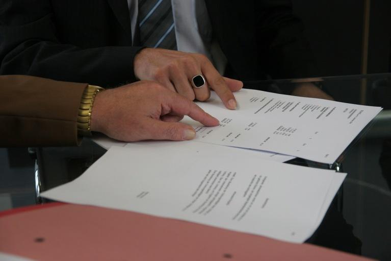 Los plazos de prescripción y caducidad derivados del contrato de trabajo